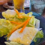 イーマサラ - スペシャルランチのサラダも美味しい