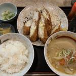柳ばし - チーズささみフライ定食を豚汁に変更