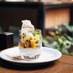IVY PLACE - トロピカルパルフェ 季節のフルーツとライムソルベ パッションフルーツソース