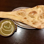 ネパール・インド料理 ゴルカ - ほうれん草チキンカレー・ナン