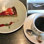 オムライス専門店 イーグル - 生フルーツのタルト・コーヒー