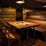 焼肉 MIYAKOYA - 4名用テーブル席(片面ソファ)