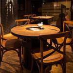 焼肉 MIYAKOYA - 4名用テーブル席(円形)