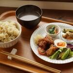 月日 - 料理写真:プレートランチご飯大盛り