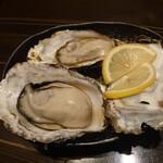 日本酒×和創作料理 香酒 鞘 - 蒸し牡蠣 680円(税込)