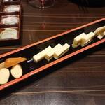 日本酒×和創作料理 香酒 鞘 - チーズ盛り合わせ 750円(税込)