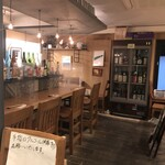 日本酒バー オール・ザット・ジャズ - 飛沫防止対策中のカウンター席