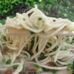 博多ラーメン とんこつ家 - 細麺ストレートの麺。
