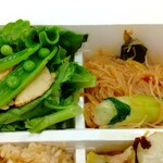 パリヤ - 焼き若竹とほろ苦野菜のグリーンサラダ 海苔醤油ドレッシング、トムヤムビーフン ♪