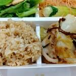 パリヤ - 玄米、豚肉と春キャベツの塩昆布炒め ♪