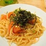 創作Dining Riabbra - 明太子とトマトと万能葱と海苔のパスタでござる。塩味濃い目。ま、明太子やからね。800円也。