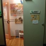 創作Dining Riabbra - ね、2Fフロアにあがると、この明るい入口が待ってます。