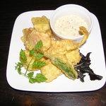 ロコ コロ - 海老と季節野菜のふわふわフリットお手製タルタル添え(\440)