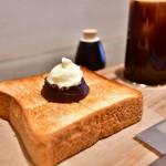 アンモナイトコーヒーマーケット - 料理写真:あんバタートースト@税込528円