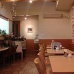 リストランテ Ciao - 小さいけれど、落ち着いた雰囲気の店内
