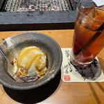 牛仁 - 黒蜜きなこのアイス。アイスティー。