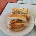 コスモス - 料理写真:いわしサンド(サラダ付き、525円)