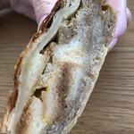 手作りパン屋のTERUO - フレンチトースト。ケーキみたいな見た目。しっとりでほんのり甘い。