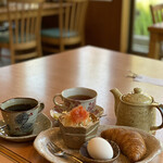 珈琲家 香蔵 - 紅茶はポット出し 友達はコーヒー