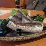 寿司・居酒屋 海福 - イワシ刺し身 切り身が大きい