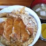 長崎屋 - 料理写真:カツ丼。カツは揚げたてです。