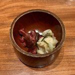 149316215 - 春のてごねかつ盛合せ定食 ¥2,000 の漬物