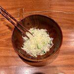 149316216 - 春のてごねかつ盛合せ定食 ¥2,000 のキャベツ