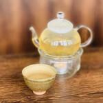 クロモリ - 1732円:君山銀針(お茶)※ 無くなると2番茶を追加してくれます。