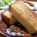 CAFE&BAKERY MIYABI - 厚切りトースト