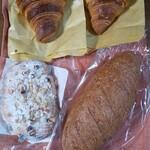 149333556 - 今回購入したパン達(+BLTサンド)