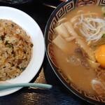 徳島らーめん ひろ家 - 徳島ラーメン中+肉+生卵·ミニヤキメシ♪