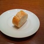 149342534 - ランチのパン