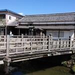 別館山田 - 樋橋(じゃあじゃあ橋)9時~17時の毎0時と30分に水が流れます。わたしのやま川(鰻)の口コミに写真あり。