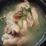 韓太郎 - 半鶏湯 980円