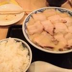 由丸 - フェアのチャーシュー麺とご飯