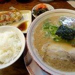 麺堂 香 - トンコツ梅セット。梅セットはどんなラーメンでも+130円でできます