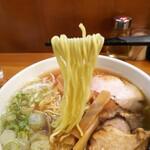 大勝軒 - 「らーめん(ふつう)」麺アップ