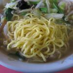 天龍 - 麺は三共製麺を使用