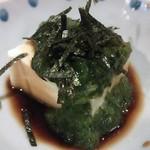 焼とり 源や - お通しのめかぶ豆腐