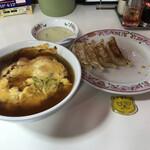 餃子の王将 - 餃子が残り4個になったところで、天津飯が到着