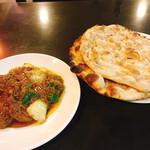 インターナショナルビレッジ - 料理写真:マトンドピアザとロティ