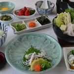 レストラン 海幸苑 - 新メニューの「若狭ふぐ御膳」小浜、阿納で養殖されている「とらふぐ」です。てっさは歯応え抜群、てっちりの〆は雑炊にもできます。\4,950※数量限定商品になりますので早めのご来店お待ちしております。