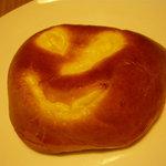 とらやベーカリー - カボチャのクリームパン