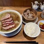 ウミガメ食堂 - チャーシューワンタン麺 特製シューマイ 小ライス