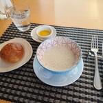 シェ・キノ - グランランチ2,000円(税込)、スープ、 自家製パン