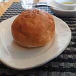 シェ・キノ - グランランチ、自家製パン