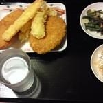 14942455 - イカ天、海老フライ、白身魚、コロッケ、山菜、キムチ
