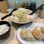 タンメンしゃきしゃき - タン餃セット 1100円 (ライス少なめ、温たま)