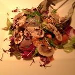 14943680 - お刺身サラダ ハーフサイズ(¥ 1,200)ドレッシングが、鮮魚の味を引き立て、マッシュルームとよくマッチしていました。