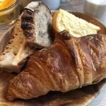 カタネカフェ - パリの朝食のパン4種